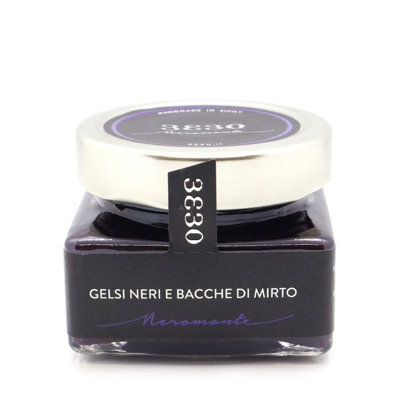 Delicious and fragrant Sicilian jam with black mulberries from Sicily and myrtle. The preserves of the 3330 Neromonte line are d